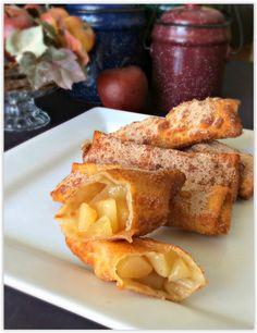 パリッパリの皮から、とろりと出てくるりんごのソースがたまらないマックのホットアップルパイですが、実はたったの30分で自宅で簡単に作れるんです!今回は、春巻きの皮を使ったホットアップルパイのレシピをご紹介します。