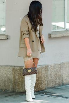 OUTFIT BEIGE – LA ÚLTIMA MODA Miss Dior, Ysl, Zara, Beige, Louis Vuitton, Street Style, Chic, Jackets, Blazer
