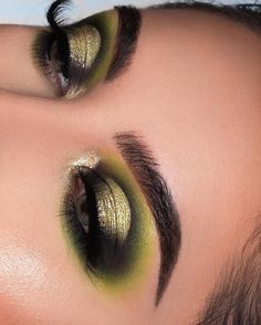 Pretty eyeshadow looks help your eyes looks majestic and has the power to transform your whole look. With pretty makeup looks for brown eyes, here are some ideas. Day Eye Makeup, Eye Makeup Steps, Hooded Eye Makeup, Smokey Eye Makeup, Makeup Man, 70s Makeup, Fall Makeup, Eyebrow Makeup, Makeup Eyeshadow Palette