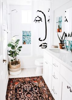 boho Bathroom Decor home decor on a budget apartment inspiration interior design, apartment bathroom decor, chic bathroom decor Apartment Inspiration, Design Apartment, Apartment Interior, Apartment Makeover, Apartment Therapy, Chic Bathrooms, Bathroom Mirrors, Bathroom Cabinets, Narrow Bathroom