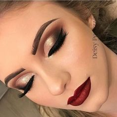 Rote Lippenphantasie - - Rote Lippenphantasie Lippen Make Up Rote Lippenphantasie Makeup With Gold Dress, Red Dress Makeup, Prom Makeup For Brown Eyes, Red Lips Makeup Look, Prom Eye Makeup, Gold Makeup Looks, Gold Eye Makeup, Prom Makeup Looks, Eyeshadow Makeup