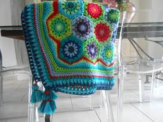Hexagones.. Attention les yeux ! Haut en couleurs... Attention, Crochet, Blanket, Inspiration, Hexagons, Eyes, Colors, Crochet Hooks, Biblical Inspiration