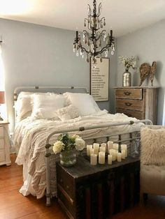Shabby Chic Home Decor Shabby Chic Bedrooms, Shabby Chic Homes, Country Bedrooms, Eclectic Design, Modern Man, Sweet Dreams, French Country, New Homes, Romantic Beds