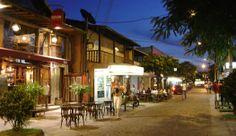 La Rua Das Pedras, una especie de centro en Buzios, un paseo de restaurantes y tiendas.