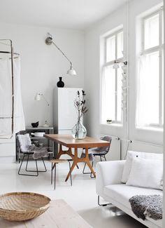 Yksi Pian rakkaimmista aarteista on kirpputorilta löytynyt ruokapöytä, jonka Elias Svedberg on suunnitellut 1950-luvulla tukholmalaiselle NK:n tavaratalolle.