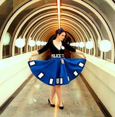 Great TARDIS dress. Even better photography of said dress. time_by_aliceinivory-d4tai40