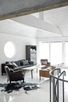 nice ceiling - nice round window - simple style