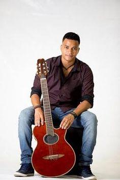 MAPA DA CULTURA: Grátis: Shopping Bay Market apresenta happy hour com o cantor Michael Costa, em Niterói, nesta sexta (15/12)
