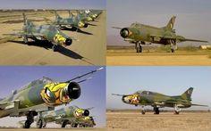 """Aviones cazabombarderos interdictores supersónicos Sukhoi Su-22M """"Fitter J"""", con esquema táctico en color mimético para camuflarse en zona de selva, de la Fuerza Aérea Peruana"""