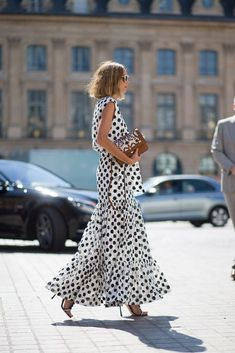 Bonjour, Couture: Style from the Rue Candela Novembre Parisian chic in polka dot dress Fashion Mode, Look Fashion, Womens Fashion, High Fashion, Fashion Beauty, Vestido Dot, Mode Outfits, Fashion Outfits, Travel Outfits