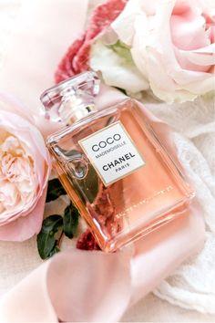 Coco Mademoiselle by Chanel – Eau De Parfum Perfume Scents, Pink Perfume, Best Perfume, Perfume Bottles, Coco Chanel Mademoiselle, Parfum Victoria's Secret, Parfum Chanel, Dolce E Gabbana, Beautiful Perfume
