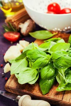Bazalka zpracování: Udělejte pesto nebo listy nasušte Korn, Pesto, Spinach, Gardening, Vegetables, Recipes, Garten, Vegetable Recipes, Veggie Food