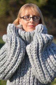 Pull en laine homme doux tricoté à la main. Le matériel est lavable à la machine mérinos mélange durable et la peau amicale. Le pull peut être tricoté dans toutes les mesures au cas où les mesures par défaut ne sont pas équipées pour vous. COLOUR : sil vous plaît ajouter votre choix de couleurs à Hand Knitting, Knitting Patterns, Sewing Patterns, Thick Sweaters, Wool Sweaters, Gros Pull Long, Mohair Sweater, Men Sweater, Pull Mohair