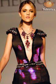 Eiza González con un vestido de luces LED - Gustavo Helguera Accesorios