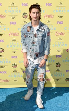 Nash Grier from 2015 Teen Choice Awards Red Carpet Arrivals The 17-year-old is going for a 90's vibe, no?