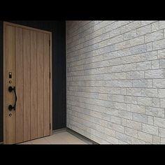 家族の、壁/天井/玄関ドア/サイディング/ニチハ/外壁/木目調についてのインテリア実例。 「イベント初参加!...」 (2018-07-30 12:32:37に共有されました) Garage Doors, Outdoor Decor, Home Decor, Decoration Home, Room Decor, Carriage Doors, Interior Decorating