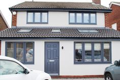Grey Windows and doors can look fantastic on a modern house, its different, unique and can add a wonderful feature to any home. Rehau Windows, House Windows, Front Windows, House Paint Exterior, Exterior Design, House With Grey Windows, Anthracite Grey Windows, Porch Extension, Extension Ideas