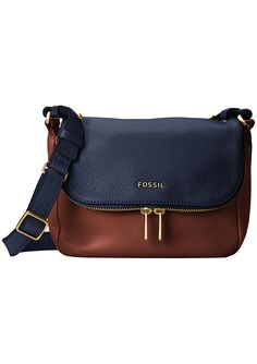 Perfect when you're on-the-go, the Fossil Preston Flap offers a practical style to carry your essentials.