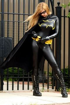 Here's another Batgirl costume. This is cosplay model AiTenshiMisha, doing a Stephanie Brown version of Batgirl. Batman Cosplay, Dc Cosplay, Best Cosplay, Cosplay Girls, Awesome Cosplay, Superhero Cosplay, Batman Christian Bale, Batman Begins, Costume Batgirl