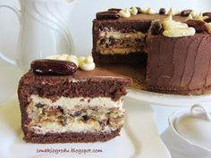 Tort czekoladowo-budyniowy z bakaliowo-bezową wkładką, w której przewodzą suszone daktyle. Polecam szczególnie na uroczystości świąt... Just Desserts, Dessert Recipes, Cake Recept, Tasty, Yummy Food, Cake Cookies, Sweet Recipes, Cake Decorating, Sweet Treats