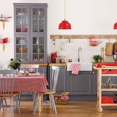 Small kitchen ideas – Tiny kitchen design ideas for small budget kitchens Grey Kitchen Diner, Kitchen Diner Designs, Black And Red Kitchen, Red Kitchen Decor, Kitchen Styling, New Kitchen, Kitchen Ideas Red, Kitchen Sink, Decorating Kitchen