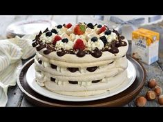 Tort de bezea cu ciocolata (CC Eng Sub) Romanian Desserts, Romanian Food, Pavlova, Meringue Cake, Cake Videos, My Best Recipe, Something Sweet, Yummy Cakes, Sweet Treats