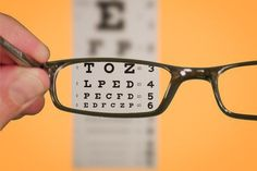 Would you like to know how to improve your eyesight? Would you like to do it naturally? Learn about some simple exercises to improve your eyesight. Health And Beauty, Health And Wellness, Health Tips, Health Foods, Health Benefits, Natural Cures, Natural Healing, Natural Treatments, Autogenic Training
