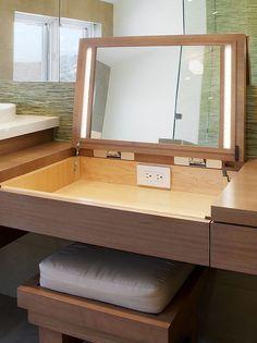 Penteadeira de abrir Penteadeira com espelho e espaço para maquiagem!
