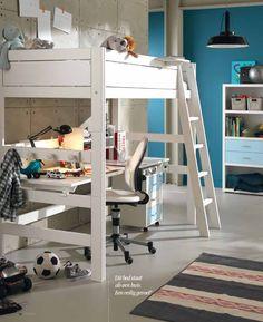 Hoogslaper met bureau eronder van het Deense merk LifeTime. Leuk voor als de kinderen wat ouder zijn en ook huiswerk moeten maken. Er zit zelfs nog een kapstok aan het bed, handig voor het ophangen van kleding!