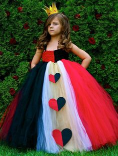 Halloween costumes for girls - queen of hearts costume homemade - Tutu dress. That tutorial works for just about any princess/queen costume as long as the tulle is the right color? Cute Costumes, Halloween Costumes For Girls, Girl Costumes, Halloween Kids, Costume Ideas, Diy Kids Costumes, Halloween Crafts, Tutu Disney, Rapunzel Costume
