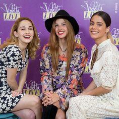 """Stylizacje Tini podczas konferencji prasowych """"Violetta Live"""" - Fandoms.pl - Dodawaj materiały na zadany temat, zbieraj punkty i wygrywaj nagrody ! :)"""