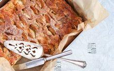 Makoisa omenapiirakka hakee vertaistaan - juju on rapsakassa kaurassa Banana Bread, Pork, Meat, Desserts, Kale Stir Fry, Tailgate Desserts, Deserts, Pigs, Postres