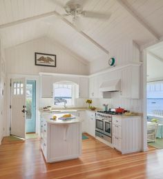 Just because summer is unofficially over doesn't mean I'm going to stop dreaming of the beach! This lovely beach bungalow located in Portsmouth, Rhode Island designed by Ronald F. DiMau…