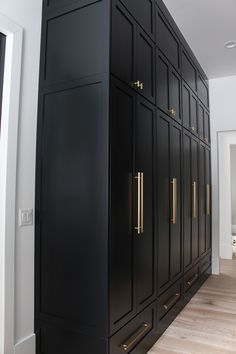 The Forest Modern: Our Chic Black Butler's Pantry - The House of Silver Lining - The Forest Modern: Our Chic Black Butler's Pantry – The House of Silver Lining - Wardrobe Design Bedroom, Closet Bedroom, Bedroom Decor, Bedroom Vintage, Black Butler, Casa Top, Flur Design, Young House Love, Black Doors