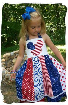 of July Mickey Wonder if we can make these for each holiday for the girls? Disney Outfits, Kids Outfits, Disneyland Outfits, Disney Clothes, Sewing For Kids, Baby Sewing, Happy Fourth Of July, July 4th, Bandana Crafts
