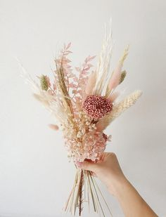 How To Dry Flowers, Drying Flowers, Bunch Of Flowers, How To Preserve Flowers, Little Flowers, Summer Flowers, Diy Dried Flower Arrangement, Small Flower Arrangements, Dried Flower Bouquet