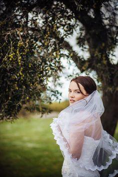 bride under the olives trees, wedding day, wedding photoshoots, Cilento Coast, Sposa Mediterranea, Olga studio