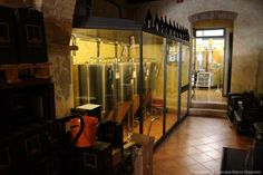 A small brewery in San Quirico, Val d'Orcia, that produces the home-brewed beers Iris and Giulitta with the use of local and guaranteed raw materials Home Brewing, Wine Recipes, Tuscany, Brewery, San, Food, Essen, Tuscany Italy, Meals