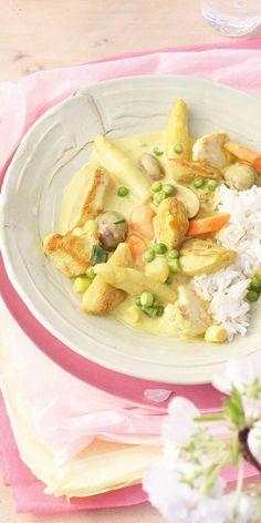 Spargel und Curry sind eine echt leckere Kombination! Auch perfekt fürs Essen mit Freunden. Curry, Spring Recipes, International Recipes, Bon Appetit, Good Food, Food Porn, Food And Drink, Low Carb, Tasty