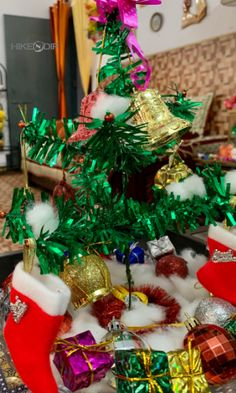60 DIY Dollar Tree Christmas Decor and Crafts Ideas to Get your Home Christmas Ready in a Jiffy - Hike n Dip Elegant Christmas Centerpieces, Lantern Christmas Decor, Christmas Lights Etc, Wall Christmas Tree, Silver Christmas Decorations, Modern Christmas Decor, Christmas Jars, Christmas Crafts, Christmas Christmas