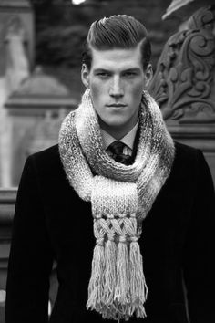 nice tassels for Rob's scarf Waredrobe Inspiration, Gentleman Style, Gentleman Fashion, Today's Man, Ladies Gents, Its A Mans World, Hand Knitted Sweaters, Suit And Tie, Men Dress