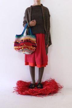 "Képtalálat a következőre: ""Daniela Gregis bags"" Art Bag, Crochet Purses, Crochet Bags, Knitted Bags, Junior Outfits, Dressmaking, Knit Crochet, Fashion Accessories, Textiles"