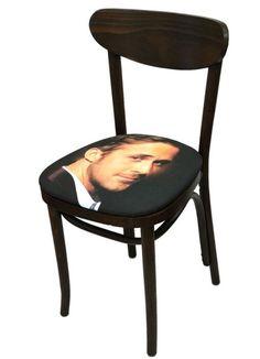 Ryan Gosling chaise/chair via @dailyelle cc @10tubes