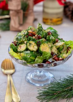Recept på Brysselkålssallad med brynt smör och rostade hasselnötter Delicious flavor combinations that contain everything Christmas wishes. Serve the lukewarm for best results. Fits perfectly on the C Veggie Recipes, Vegetarian Recipes, Healthy Recipes, Food Porn, Christmas Dishes, Soul Food, Parmesan, Food Inspiration, Clean Eating