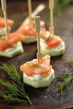 Smoked Salmon & Cucumber Bites is part of Salmon cream cheese Smoked Salmon & Cucumber Bites Everyone loves bagels and lox, so why not try this lighter carbfree alternative Slice cucumbers - Yummy Appetizers, Appetizers For Party, Appetizer Recipes, Toothpick Appetizers, Appetizer Skewers, Bridal Shower Appetizers, Easy Canapes, Cheap Appetizers, Antipasto Skewers