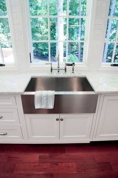 Love a stainless farmhouse sink