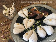 Datteleis Stuffed Mushrooms, Vegetables, Desserts, Food, Pistachios, Almonds, Ice Cream Parlor, Food Cakes, Food Food