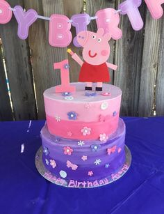 Peppa Pig Happy Birthday, 1st Birthday Cake For Girls, Pig Birthday Cakes, 4th Birthday, Tortas Peppa Pig, Cumple Peppa Pig, Fete Emma, Pig Party, Easy Cake Decorating