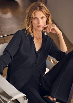 Top model Malgosia Bela is styled by Miriam Mira in Mango's new AW 2019 Ad Campaign. Photographer Elisa Carnicer captures Malgosia's wardrobe of modern, relaxed essentials. Pink Fashion, Fashion Photo, New Fashion, Mango Fashion, Brand Campaign, Campaign Fashion, Lund, Casual Chic, Editorial Fashion