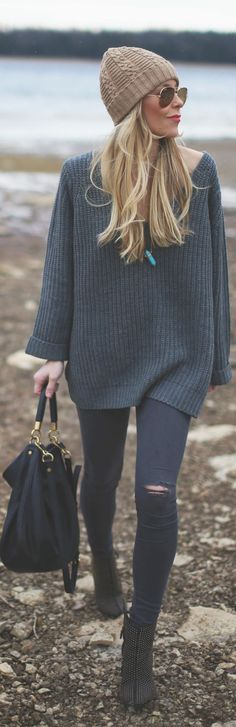 #Winter #Outfits / V-Neck Sweater - Ripped Pants